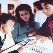 Serena Grandi (al centro) in una scena di Le foto di Gioia
