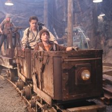 Anita Briem, Brendan Fraser e Josh Hutcherson in una scena del film Journey to the Center of the Earth 3D