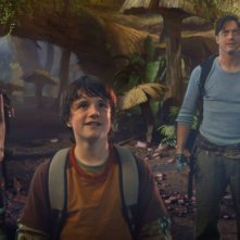 Anita Briem, Josh Hutcherson e Brendan Fraser in una sequenza di Journey to the Center of the Earth 3D
