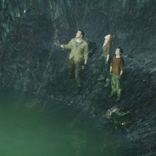 Brendan Fraser, Anita Briem e Josh Hutcherson in una scena di Journey to the Center of the Earth 3D