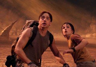 Brendan Fraser e Josh Hutcherson in una scena di Journey to the Center of the Earth 3D