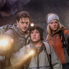 Brendan Fraser, Josh Hutcherson e Anita Briem in una scena del film Journey to the Center of the Earth 3D