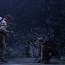 Brendan Fraser, Josh Hutcherson e Anita Briem in una sequenza di Journey to the Center of the Earth 3D