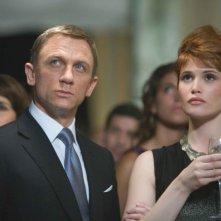 Daniel Craig e Gemma Arterton in una scena di Quantum of Solace