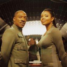Eddie Murphy e Gabrielle Union in una scena del film Piacere Dave