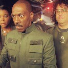 Gabrielle Union, Eddie Murphy e Judah Friedlander in una sequenza di Piacere Dave