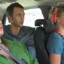 Jay Brannan, Brent Gorski e Melissa Searing in una scena di Holding Trevor