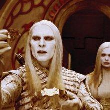 Luke Goss e Anna Walton, interpreti rispettivamente del principe Nuada e della principella Nuala, in una scena del film Hellboy 2