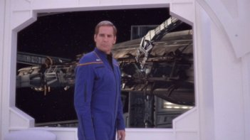 Scott Bakula interpreta il ruolo di Jonathan Archer nella serie tv 'Enterprise', episodio: Sosta forzata