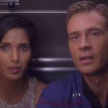 Connor Trinneer insieme a Padma Lakshmi nell'episodio 'Un carico prezioso' della serie tv 'Enterprise'