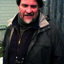 Il regista Bouli Lanners sul set di Eldorado Road