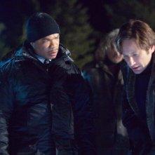 Xzibit e David Duchovny in una scena di X-Files: Voglio crederci