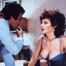 Carmen Russo e Michele Gammino in una scena della commedia sexy Giovani, belle... probabilmente ricche