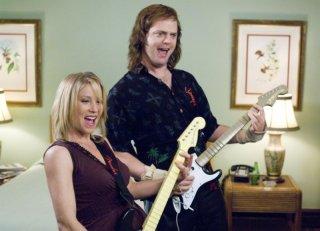Christina Applegate e Rainn Wilson in una scena di The Rocker - Il batterista nudo