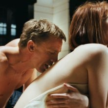 Daniel Craig e Gemma Arterton in una sequenza di Quantum of Solace