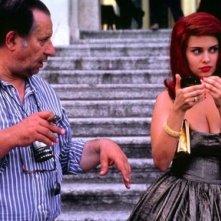 Debora Caprioglio e Tinto Brass sul set di Paprika, diretto dal maestro dell'erotismo all'italiana