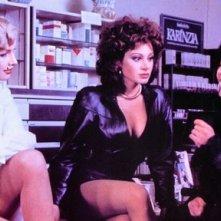 Le sexy Olinka Hardiman, Carmen Russo e Nadia Cassini in una scena del film Giovani, belle... probabilmente ricche