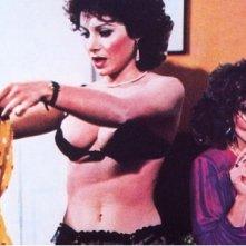 UMarina Marfoglia e Carmen Russo in un'immagine del film Quella peste di Pierina