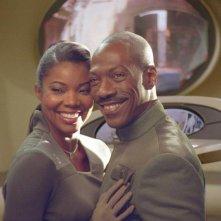Gabrielle Union e Eddie Murphy in una scena della commedia Piacere Dave