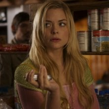 Jaime King in una sequenza dell'horror The Tripper