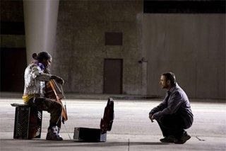 Jamie Foxx e Robert Downey Jr. in una scena del film The Soloist