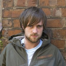 l'attore irlandese Jonas Armstrong