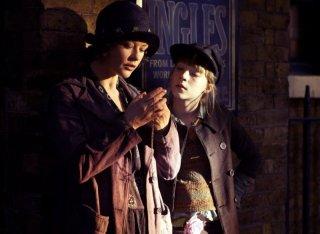 Catherine Zeta-Jones e Saoirse Ronan in una sequenza del film Houdini - L'ultimo mago