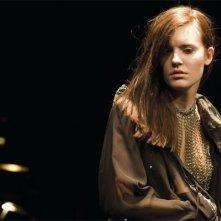 Maggie Grace in una scena del thriller Io vi troverò