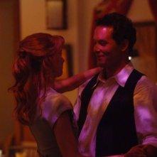 Christine Horne e Cole Hauser danzano insieme in una scena di The Stone Angel