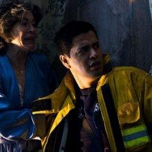 Elaine Kagan e Jay Hernandez in una scena del film Quarantena