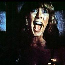 Jamie Lee Curtis in una scena del film Non entrate in quella casa