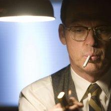 Michael Keaton in una scena della mini-serie The Company