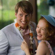 Jack McBrayer e Kristen Wiig in una scena della commedia Forgetting Sarah Marshall