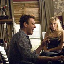 Jason Segel e Kristen Bell in una sequenza di Forgetting Sarah Marshall