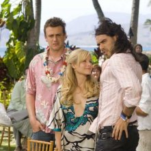 Jason Segel, Kristen Bell e Russell Brand in una sequenza  di Forgetting Sarah Marshall