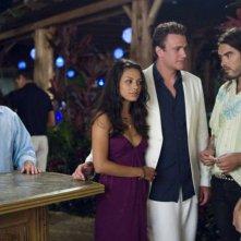 Jonah Hill, Mila Kunis, Jason Segel, Russell Brand e Kristen Bell in una sequenza della commedia Forgetting Sarah Marshall