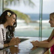 Mila Kunis e Kristen Bell in una scena di Forgetting Sarah Marshall