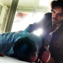Francesco Montanari in un momento drammatico di Romanzo Criminale - La serie