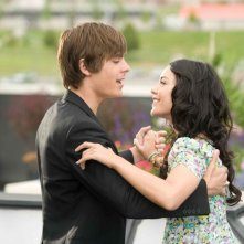 Zac Efron e Vanessa Anne Hudgens in una scena di High School Musical 3: Senior Year