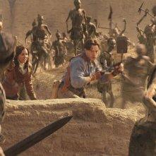Maria Bello e Brendan Fraser in una sequenza de La mummia 3