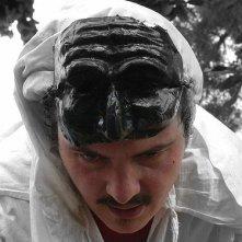 Roberto Albin in costume per uno spettacolo teatrale su Pulcinella.