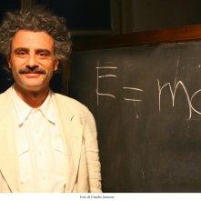 Vincenzo Amato è Einstein nella fiction omonima.