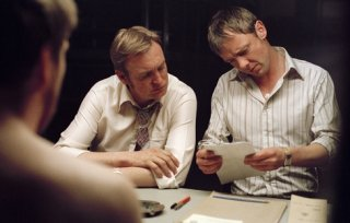 John Simm e Philip Glenister in un momento del secondo episodio di Life on Mars