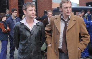 John Simm e Philip Glenister in un momento del terzo episodio di Life on Mars