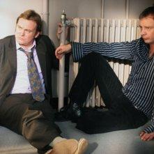 John Simm e Philip Glenister in una scena del sesto episodio di Life on Mars