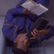 Anthony Montgomery interpreta il timoniere dell'Enterprise nell'episodio 'La Horizon'