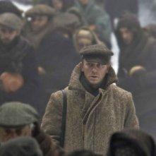 Daniel Craig in una scena del film Defiance