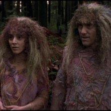 Frida Betrani e Armin Shimerman interpretano i membri della razza Nox nell'episodio 'Missione invisibile' della serie Stargate SG-1