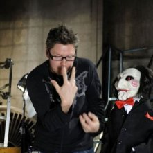 Il regista David Hackl sul set del film Saw V