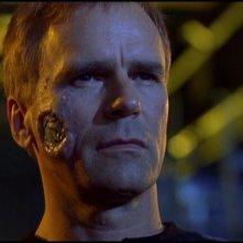 Richard Dean Anderson nel ruolo di un clone metallico del Colonnello O'Neill nell'episodio 'Trasferimento di coscienze' nella serie tv Stargate SG-1